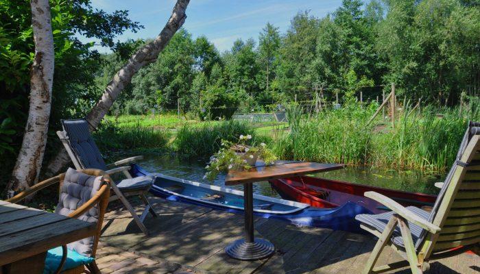 Giethoorn Lodge terras aan het water